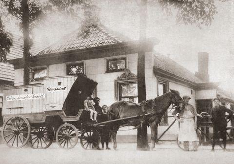 Bezorging van brood met paard en wagen