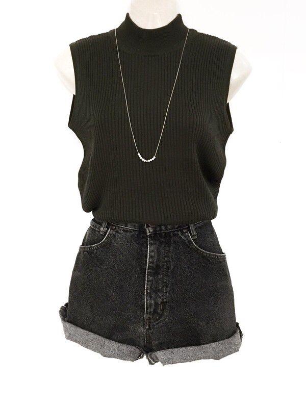 Mein True Vintage Turtle Neck Rippstrick Top Dunkelgrün Minimal Clean Shirt gerippt von true vintage. Größe Einheitsgröße für 19,00 €. Schau e…