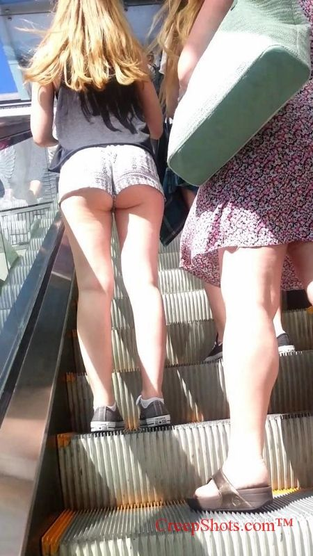 how to wear hotpants that butt is hanging out of