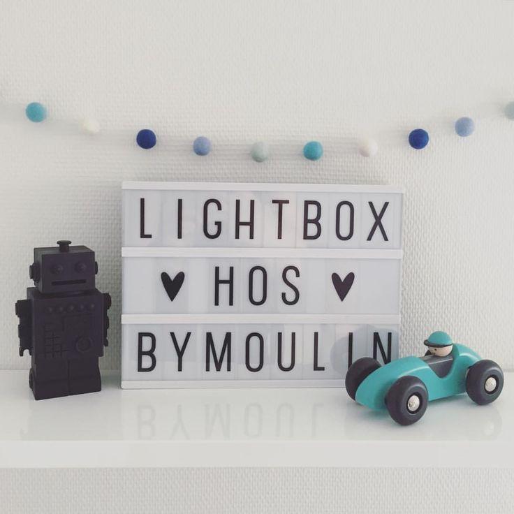 Så har vi fået de ventede lightboxes hjem i størrelse A4 til 349 kr.  #bymoulin #lightbox #alittlelovelycompany #træbil #trælegetøj #mint #bajo #robotsparegris #robot #sparegris #kgdesign #børn #børneværelse #interior #interiør #indretning #stue #beskeder #kidsroom #barnrum