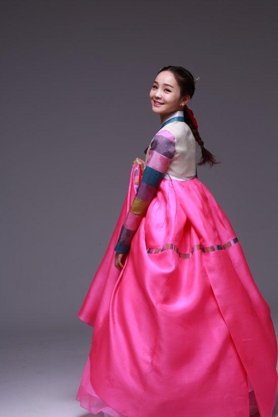 Song So Hee in hanbok