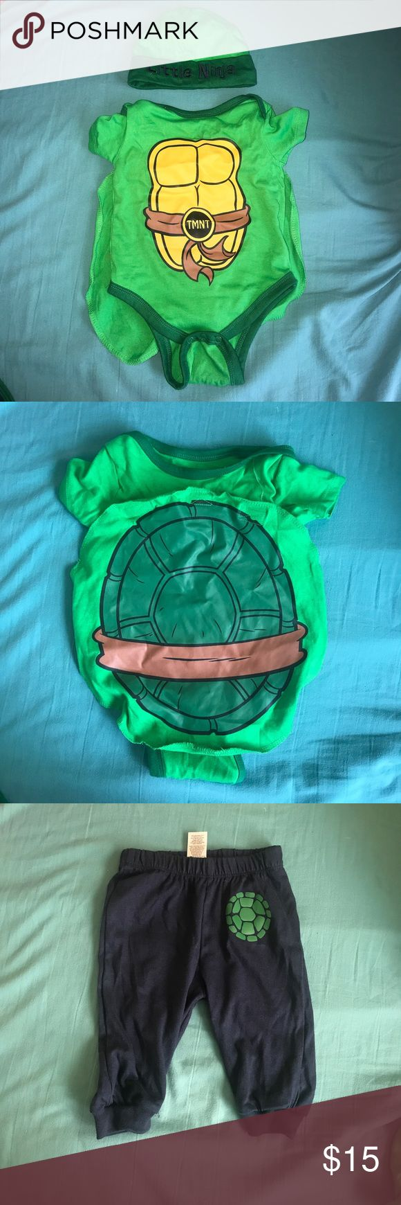 🔆TEENAGE MUTUANT NINJA TURTLE ONESIE OUFIT🔆 EXCELLENT CONDITION!! GREAT FOR HALLOWEEN OR PARTY THEME! CAPE IS DETATCHABLE WITH VELCRO. ONLY USED ONCE, NO STAINS! PANTS, BIB NEVER BEEN WORN. Nickelodeon Costumes Superhero