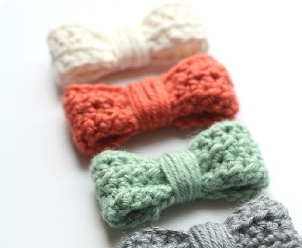 Uncinetto facile Fiocco http://www.lovediy.it/uncinetto-facile-fiocco/ Un fiocco all'#uncinetto facile da realizzare e perfetto per abbellire una collana di lana...