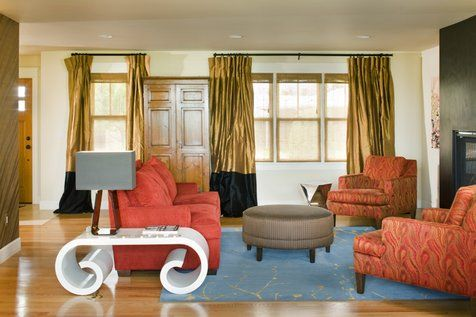 Гостиная.  НЕТ ТВ !!!  Элементы черного цвета повсюду.  Я разработал коврик.  Любите белый стол, как слон в комнате.  Эклектичный дизайн гостиной
