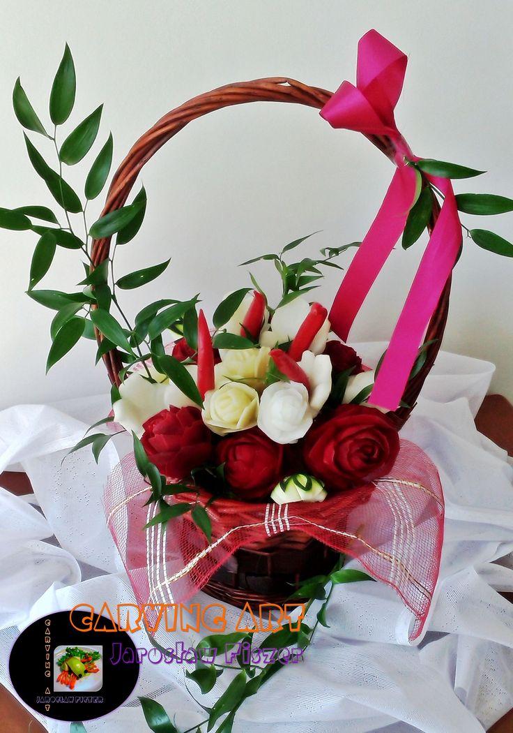 Cena uzależniona jest od wielkości kosza i ilości kwiatów.