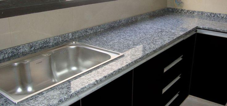Mesada de granito gris perla cocinas for Mesada de granito