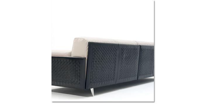 Il sistema di seduta Frame ha una linea confortevole; la sua struttura può…