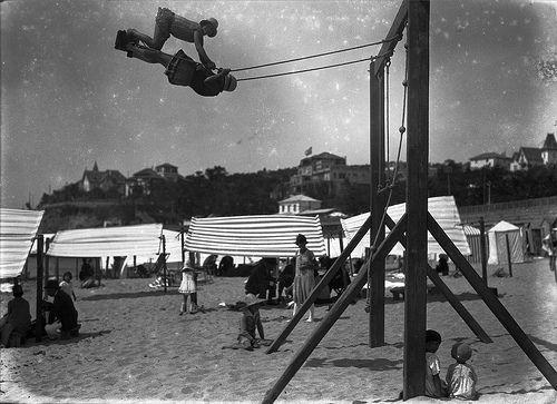 Praias da Costa do Sol, Portugal, 1927  Fotógrafo: Mário Novais (1899-1967). Data de produção da fotografia original: 1927