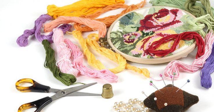 Como fazer uma pulseira de miçangas com fio de seda. Você pode fazer sua própria pulseira de miçangas com linha de seda usando alguns nós básicos de macramê. Use pequenas contas, como sementes ou de materiais variados, para fazer seu bracelete, mas macramê de seda também pode ser usado, assim como uma folha para uma única grande pedra. Tente utilizar contas vermelhas ou brancas em fios de seda ...