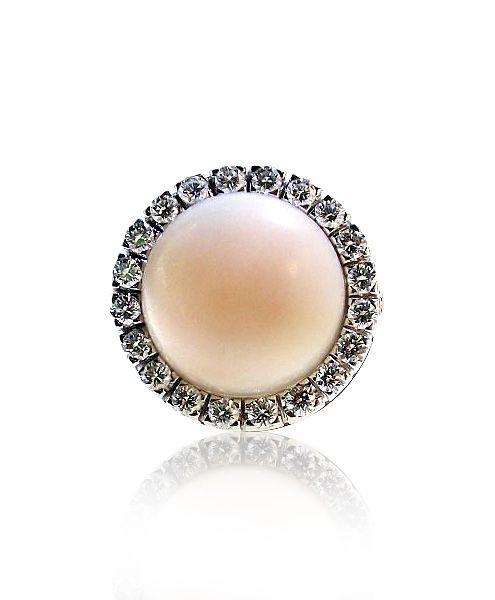 Lassen Sie sich von den traumhaften Zusammenspiel der glitzernden Diamanten, Vintage Engelhautkoralle - Ring, rosa Koralle, Cabochon rund mit 1,01ct Brillanten, Weissgold  http://schmuck-boerse.com/index-gold-ringe-5.htm