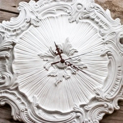 Make a unique clock with a ceiling medallion.: Diy Clocks, Crafts Ideas, Ceilings Medalian, Ceilings Medallions, Medallions Clocks, Diyclock, Ceiling Medallions, Wall Clocks, Unique Clocks