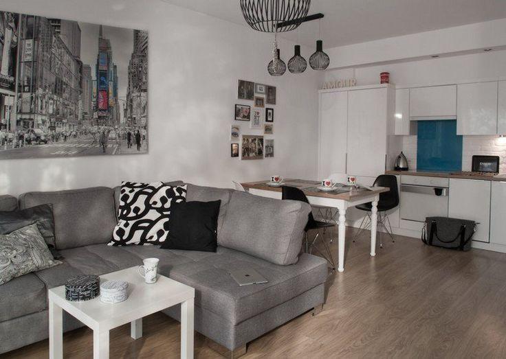 salon salle à manger 2 en 1 - canapé gris, table basse blanche, cuisine linéaire blanche