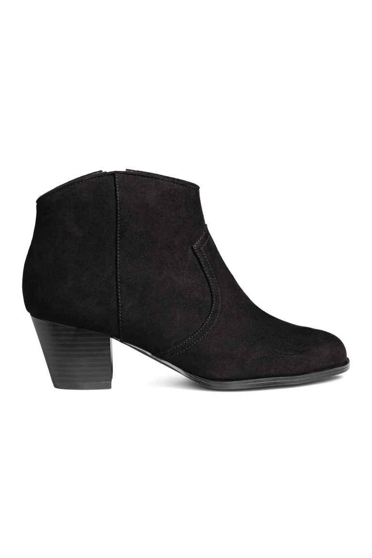 Ankle boots: Ankle boots in imitation suede with a zip in one side, a lightly rounded top, fabric linings and insoles and rubber soles. Underslung heel, 6 cm.