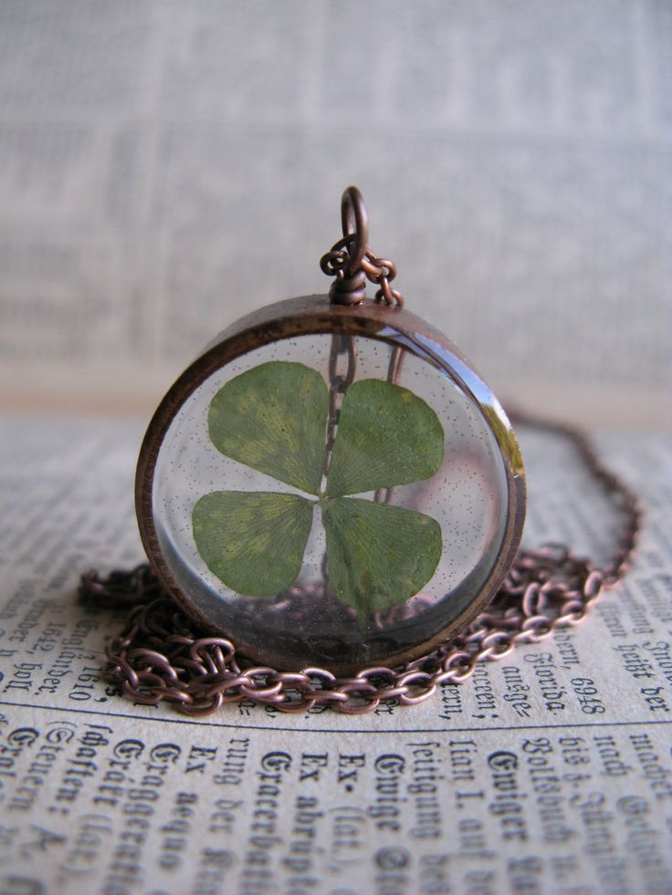 Leaf Clover Pendant...I could do this with my 4 leaf clover.