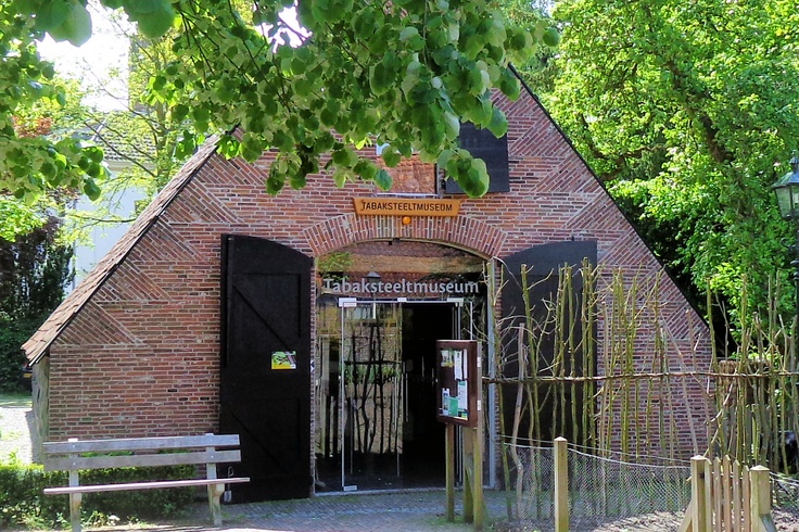 In de 16e eeuw werd rond Amersfoort de eerste tabak verbouwd. Later breidde dit zich uit naar de omgeving van Amerongen, waar de tabak op zonnige zuidhellingen goed gedijde.