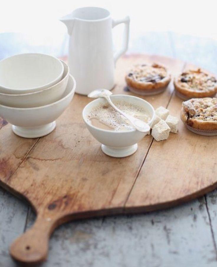 Tablas de queso como bandejas  Nos tomamos un café ? #balakatatextiles #dosdiasmasderebajas #bandejas #presents