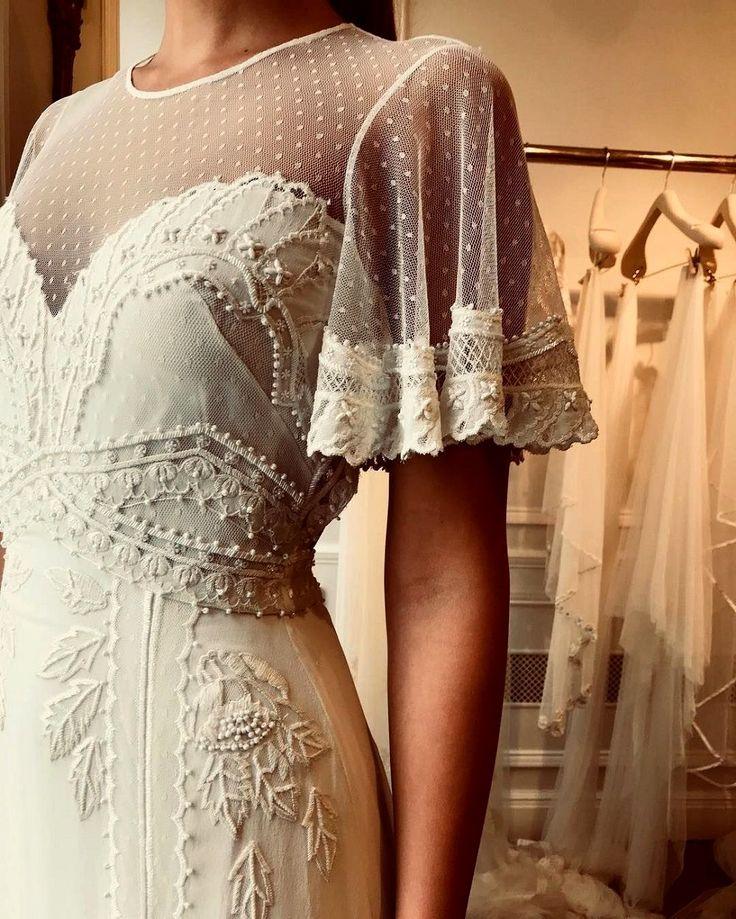 Stunning wedding dress with amazing information
