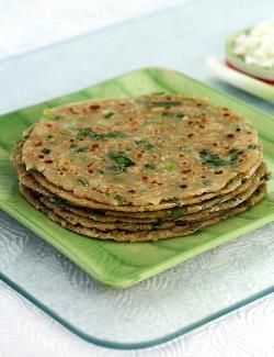 Whole wheat parathas enhanced with paneer and spring onions, this is a wonderful choice for your kids' snack box, as the addition to protein and calcium rich paneer keeps the parathas nice and soft even in the afternoon. Pack it with a tomato-based accompaniment and curds to boost the protein content.