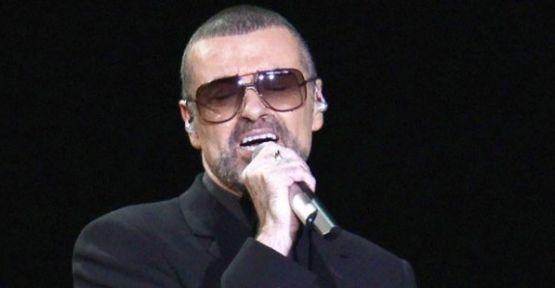 53 yaşında hayatını kaybeden ünlü şarkıcı George Michael'ın kesin otopsi raporu açıklandı.  Ünlü İngiliz şarkıcı George Michael'in otopsi raporu açıklandı. Raporda geçen aralık ayında hayatını kaybeden sanatçının kalp rahatsızlığı ve karaciğer yağlanmasından öldüğü...   http://havari.co/george-michaelin-kesin-otopsi-raporu-aciklandi-2/