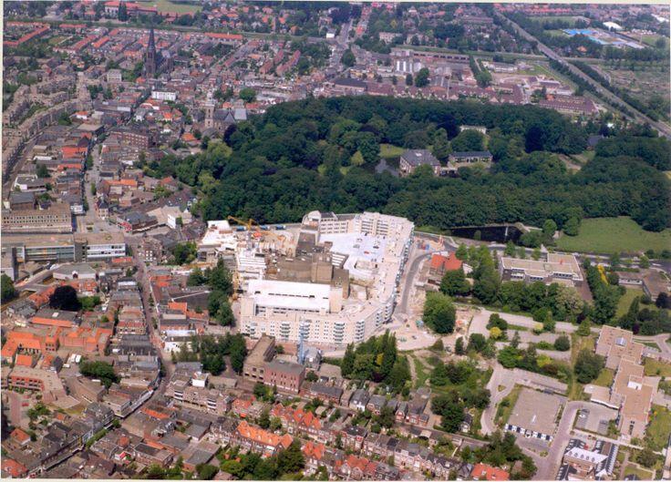 De Hagenborgh met daar achter Huize Almelo. | Mijn Stad Mijn Dorp