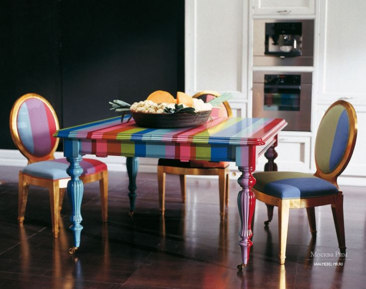 Colored dinner table Tresor by Zonta, Italy Обеденный стол Tresor от итальянского производителя Zonta.
