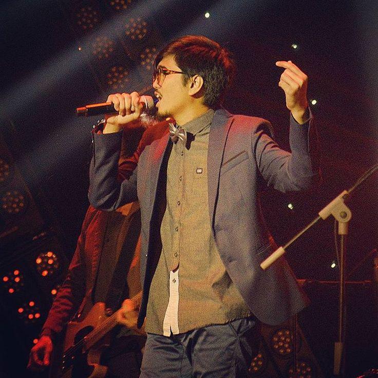 """""""""""Seberapa Pantas"""" dibawakan Sheila on 7 sebagai lagu penutup kemeriahan malam penganugerahan AMI Awards 18th #AMIAwards2015 #RCTIStage #RCTI #Sheilaon7 .…"""""""