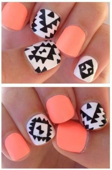I really love the orange color, and it's done with short nails! Perfect for me, I can never grow my nails very long.