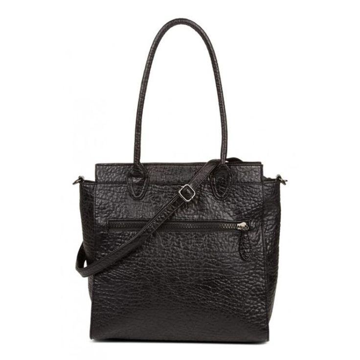 Leuke tas van Friis Co. Deze tas is voorzien van een hoofdvak met ritssluiting en heeft een afneembare schouderband, daardoor is de tas zowel in de hand als over de schouder te dragen.