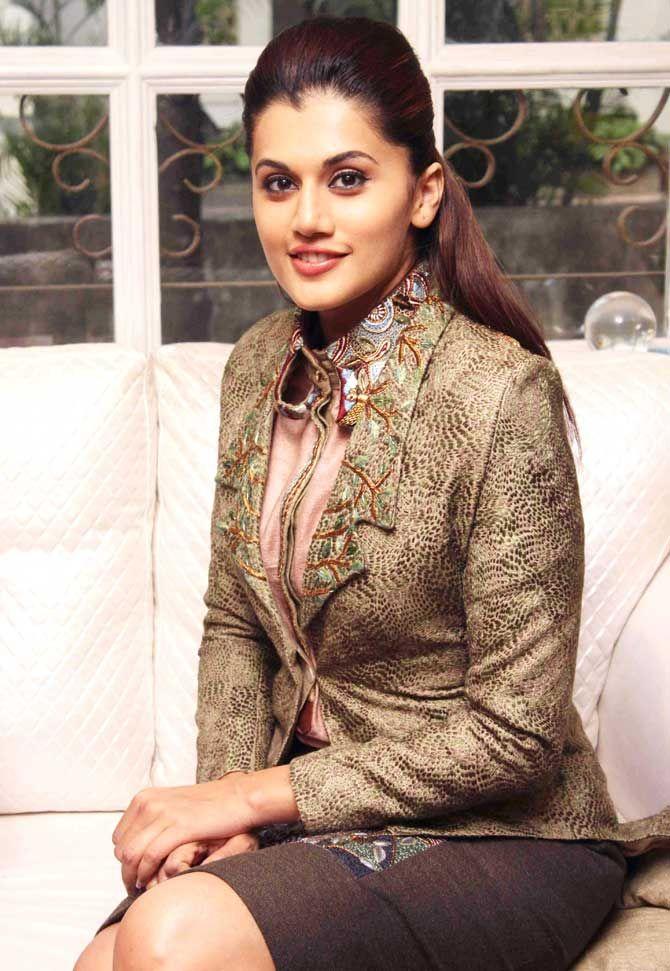 Taapsee Pannu at a fashion preview at DVAR, Juhu. #Bollywood #Fashion #Style…