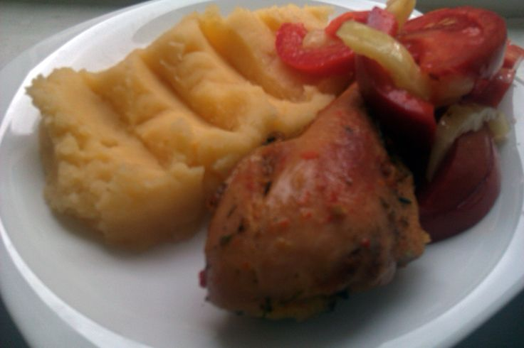 Pulpe de pui la cuptor si cartofi piure cu sos de ceapa