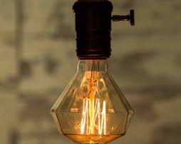 ADAMANT-je-dekoračná-retro-žiarovka-je-ideálna-pre-dosiahnutie-neopakovateľnej-komornej-atmosféry-s-nádychom-minulosti.
