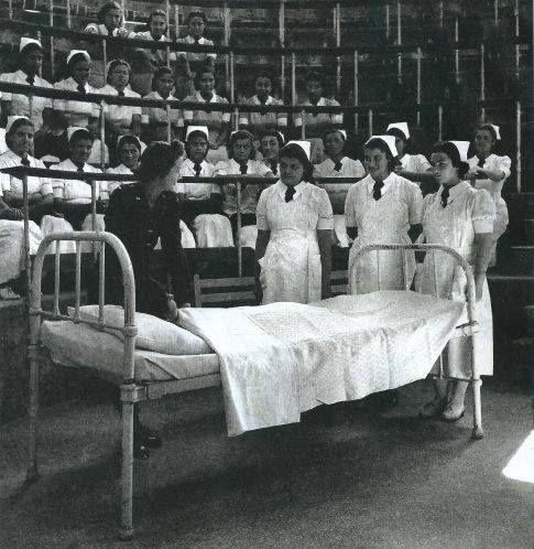 Αθήνα,εκπαιδευόμενες νοσοκόμες στο Ιπποκράτειο νοσοκομείο περ.1945.φωτ.Βούλα Παπαιωάννου