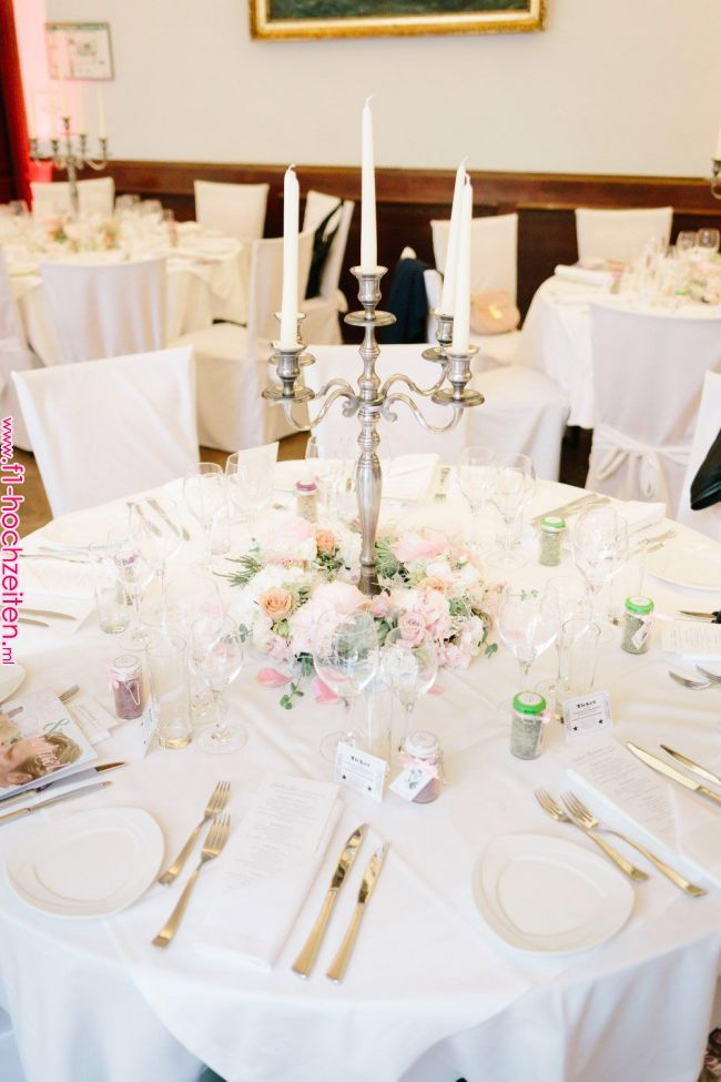 Beispiele Fur Blumen Auf Runden Tischen Fur Die Hochzeit Goldene Hochzeit In 2019 Pinterest Simple Wedding Arch Arch Decoration Wedding Round Table Decor