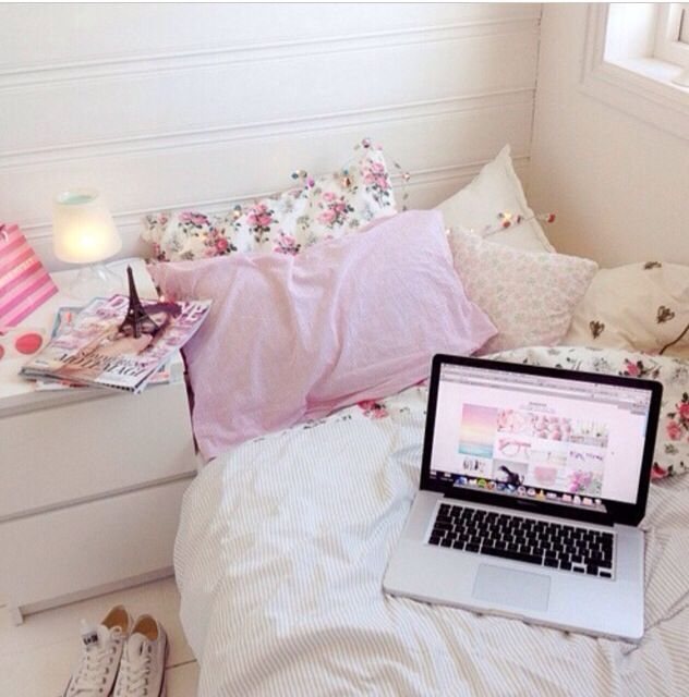 Bedroom Ideas For Teenage Girls Tumblr Bedroom Colour Palette Bedroom Paint Colour Ideas 2015 Bedroom Lighting Over Bed: From Roomsblog On Instagram. Tumblr Bedrooms. White Floral