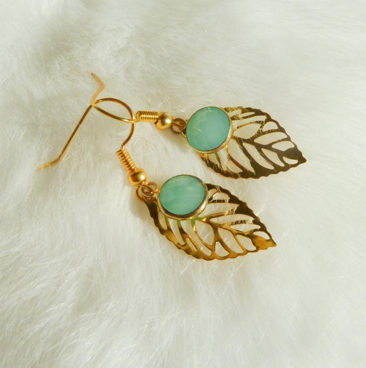 Boucles d'oreilles feuilles dorées et pendentifs en verre bleu cyan