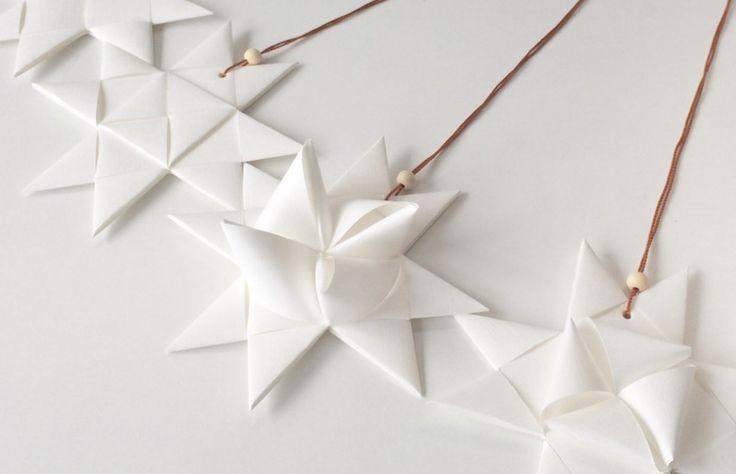 JUL - Her finder du flotte DIYs til julens kreative stunder i papir. Skab din egen julepynt med smukke folderier indenfor origami genren.