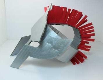 casco-romano con caja de carton