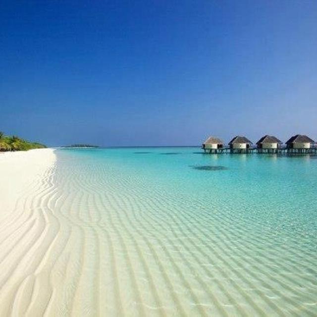 Maledives Kanuhura resort - look at that beach and sand! Beautiful