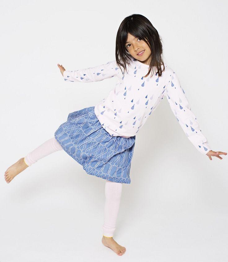Mit dem Rock PALMA POP in lavendelblau mit Muster von Phister & Philina lässt sich ein bezauberndes Outfit zusammenstellen. Ob nun mit Strumpfhose und Langa