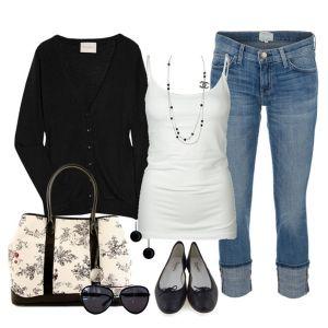 С чем носить черные балетки: белый топ, синие джинсы