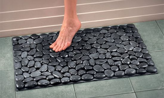 Fun With River Rocks. A DIY Tutorial for a Stepping Stone garden Accent and some other DIY ideas/inspiration like bath mats (pictured), door mats or as floor tile.    (home decor, garden, outdoor, indoor)
