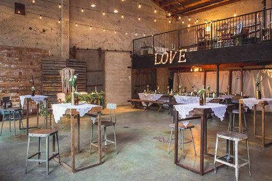 grande salle de reception mariage industriel