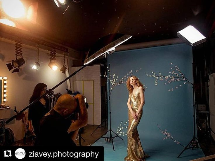 Behind the scenes by @ziavey.photography : #shooting #fashion #behindthescenes #bts #studio #photoshoot #bridal #dress #model #classy #womenfashion #stylish #editorial #famousbtsmag #iso1200#cononmki6tex #cononmark