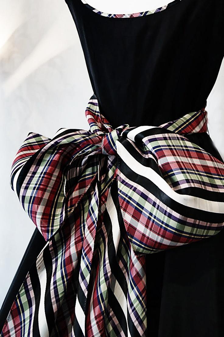 Stunning Silk Taffeta Tartan Bow on a Vintage Velvet evening gown...love the piping.