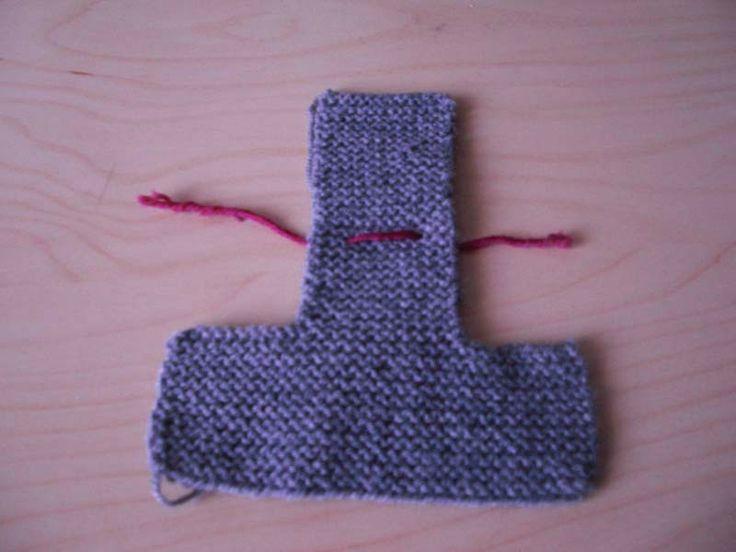 """Le tricot n'est pas vraiment mon truc, mais je voulais tricoter une paire de chaussons pour mini-poulette. J'ai retrouvé dans un vieux numéro de """"Marie-Claire Idées"""" une technique pour grande débutant"""
