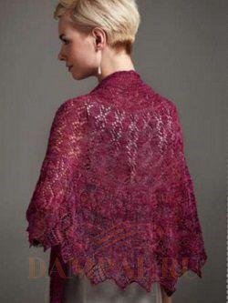 """Полукруглая ажурная шаль под названием «Альбертина» идеально укутывает плечи благодаря своей изогнутой форме. Красивый ажурный рисунок дополнен сверкающим бисером.   Описание вязания шали от дизайнера Anniken Allis переведено из журнала """"The Knitter""""."""