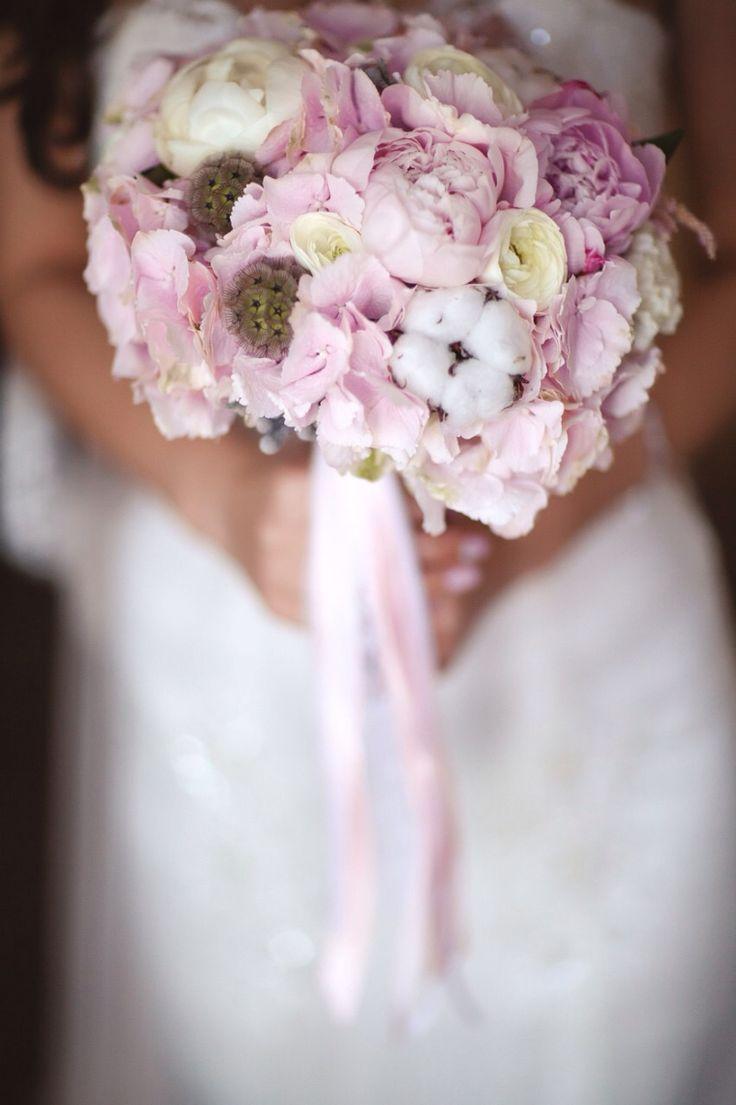свадебный букет .букет невесты. гортензия, хлопок, пионы