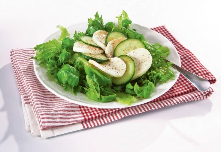 Kurkku-mozzarellasalaatti | Salaatit | Pirkka