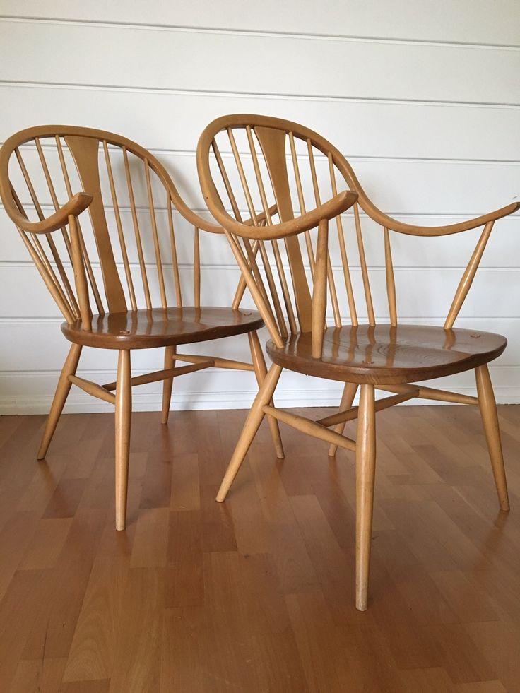 """Selger 2 sjeldne Ercol Windsor stoler modell """"514 Cowhorn Chair"""" Stolene har en utrolig flott tre frg kombinasjon av 2 slags tre og en flott modell med flotte linjer. Selges pr stk for 2000,- eller samlet for 3600,- (1800,-) eller høyeste bud over"""
