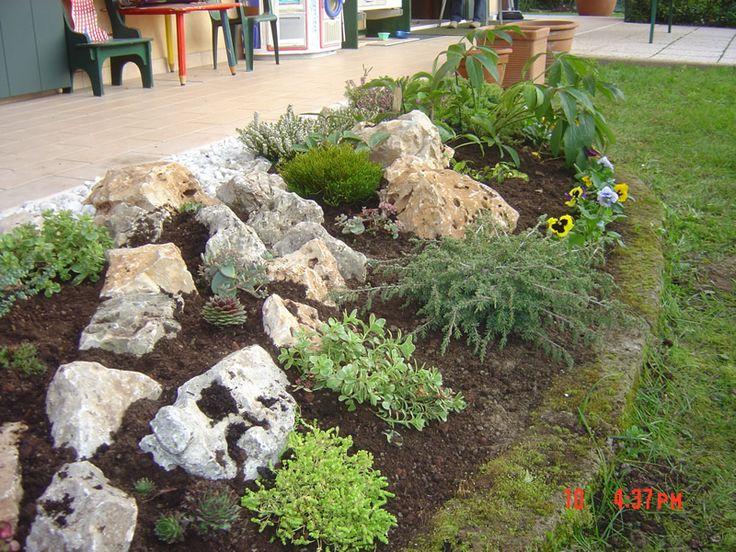 Aiuola giardino roccioso cerca con google for Giardino roccioso piante